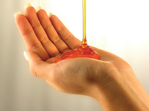 A woman pouring nizoral shampoo into her palm