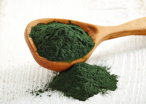 Spirulina contains high concentrations of chlorophyll, making it the perfect daily supplement for strong hair growth.