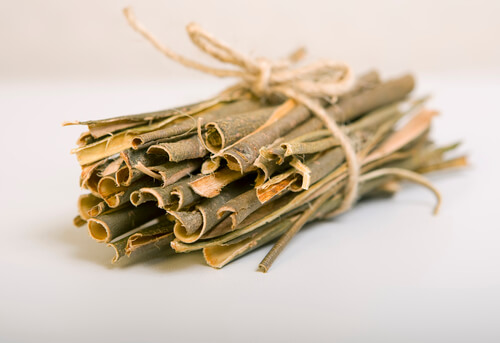 White willow bark is a natural source of salicylic acid